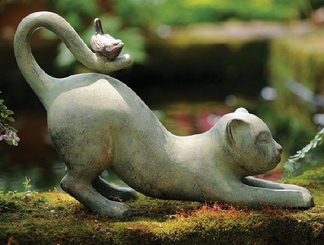 Merveilleux Description. Stretching Cat With Little Bird Friend Resting On His Tail Garden  Sculpture ...