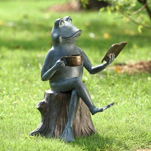 Stsatuette For Outdoor Ponds: Joy Of Reading Frog On Tree Stump Metal Garden Sculpture